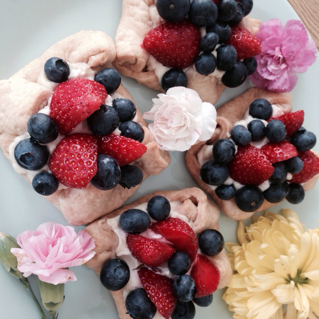 Quick and easy summer fruit short crust biscuits